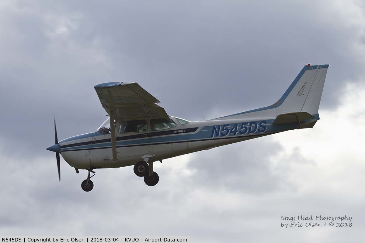 N545DS, 1980 Cessna 172N Skyhawk C/N 17273867, Cessna 172 coming into Pearson Field
