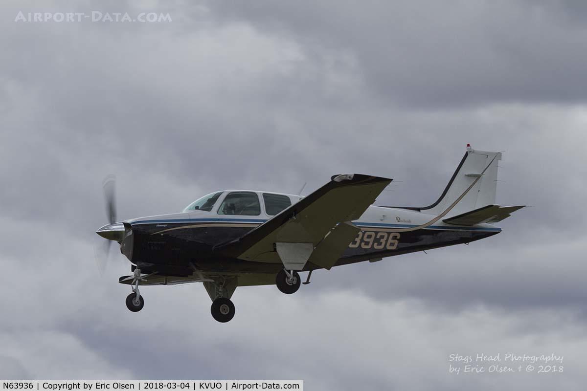 N63936, 1982 Beech A36 Bonanza 36 C/N E-2053, Beech A36 coming into Pearson Field