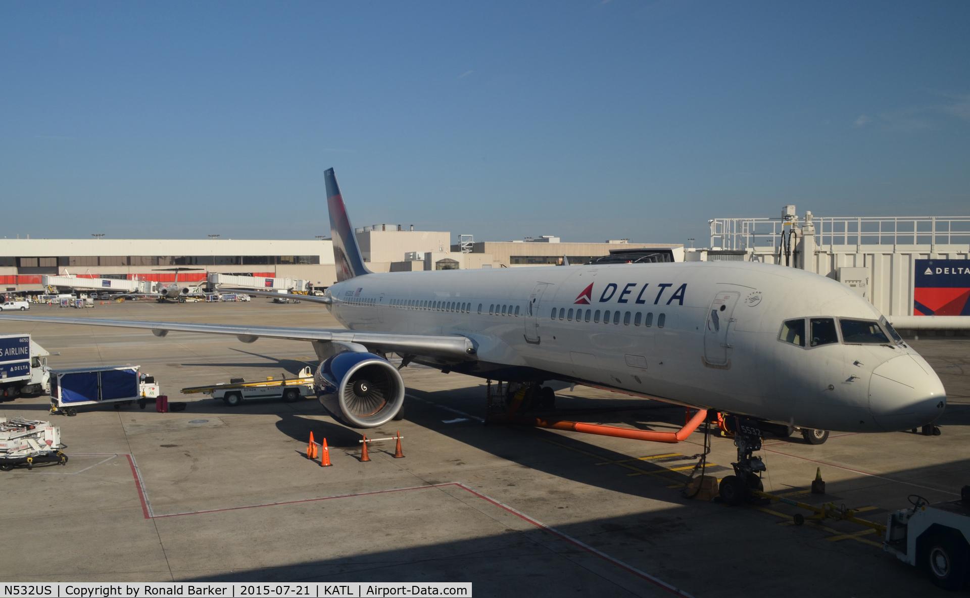 N532US, 1988 Boeing 757-251 C/N 24263, At the gate Atlanta