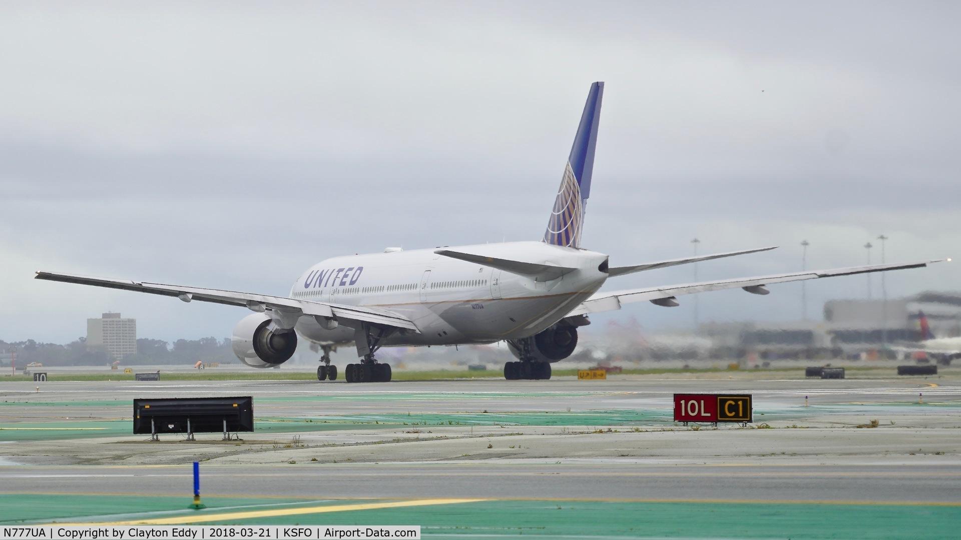 N777UA, 1995 Boeing 777-222 C/N 26916, SFO 2018.