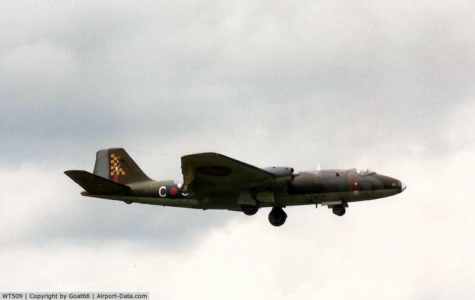 WT509, 1955 English Electric Canberra PR.7 C/N EEP71369, Caught flying........RAF Wyton June 1988