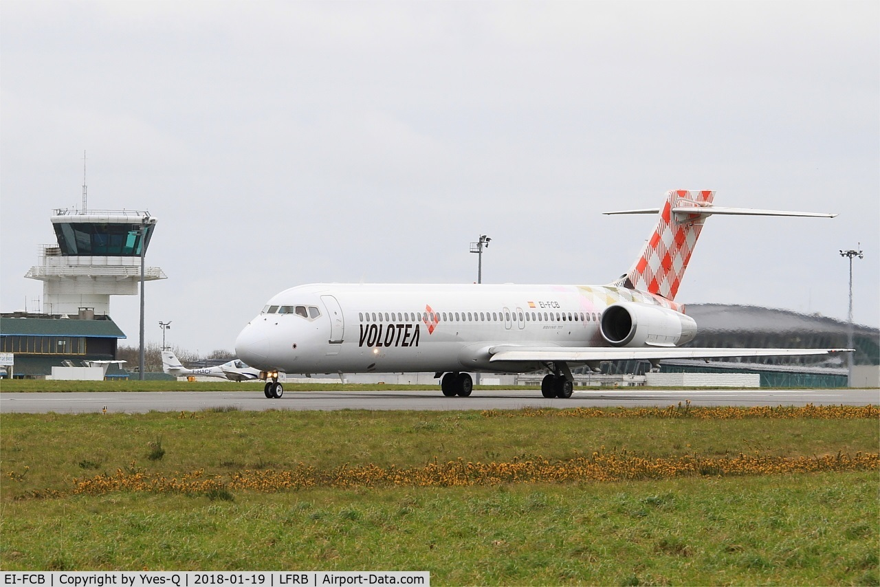 EI-FCB, 2005 Boeing 717-200 C/N 55191, Boeing 717-200, Taxiing to holding point rwy 25L, Brest-Bretagne Airport (LFRB-BES)