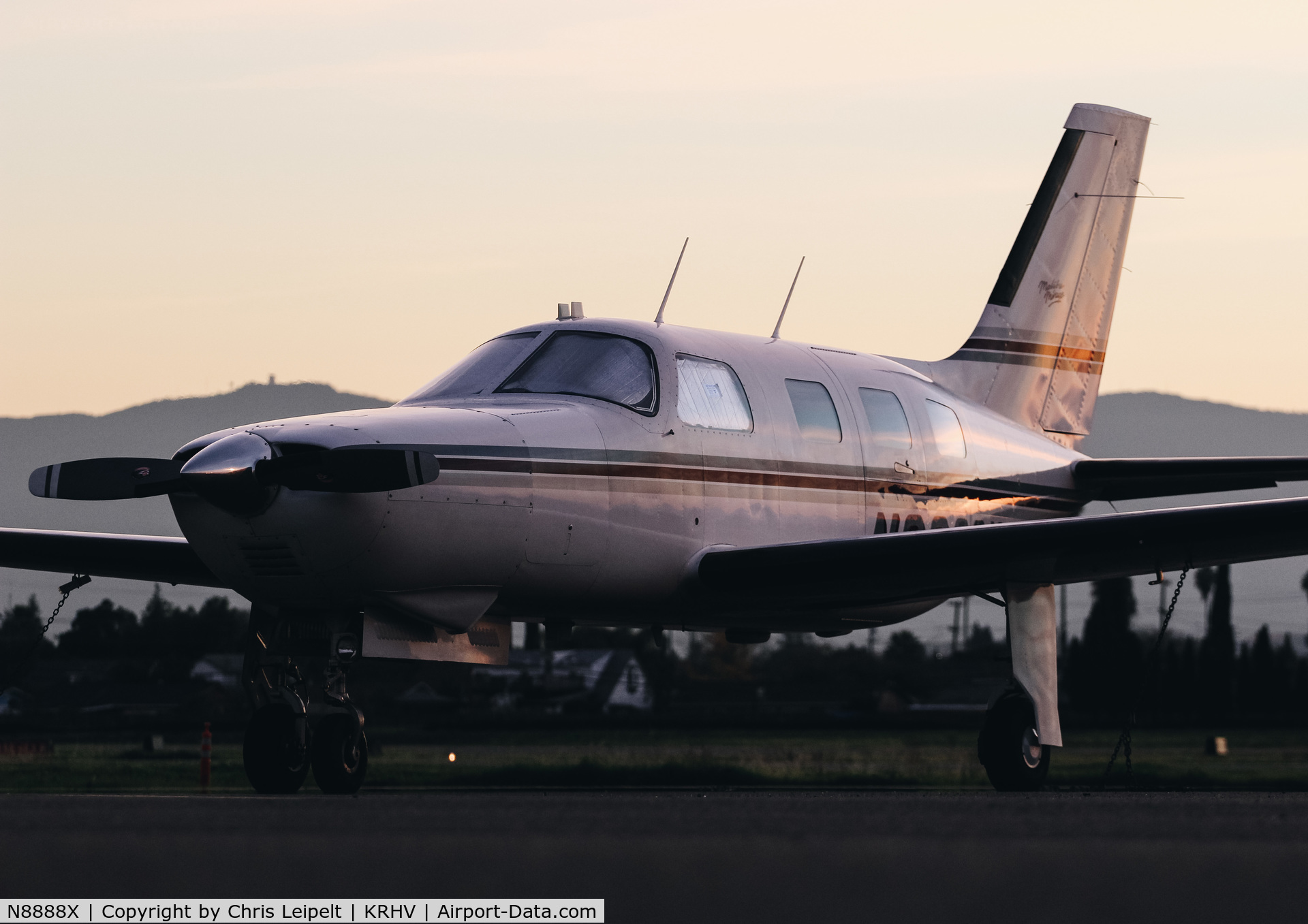 N8888X, 1989 Piper PA-46-350P Malibu Mirage C/N 4622078, 1989 Piper PA-46-350P Malibu visiting at Reid Hillview Airport, San Jose, CA. Repositioned to Houston, TX in January 2018.