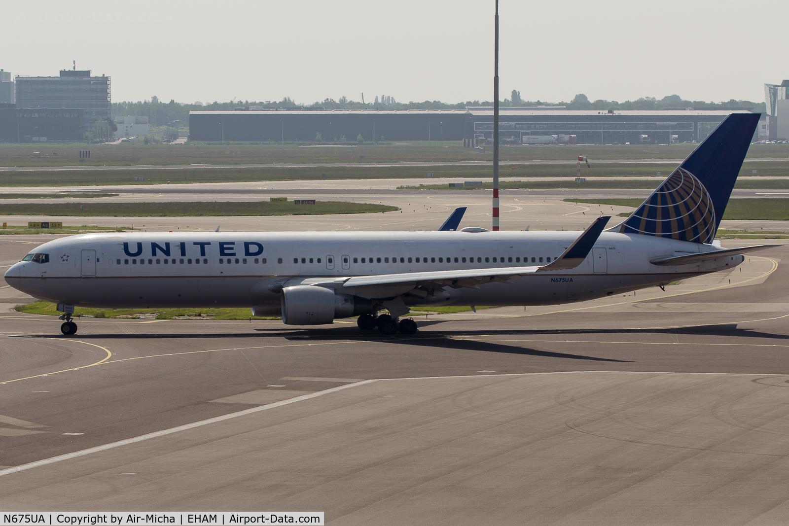 N675UA, 2000 Boeing 767-322 C/N 29243, United Airlines