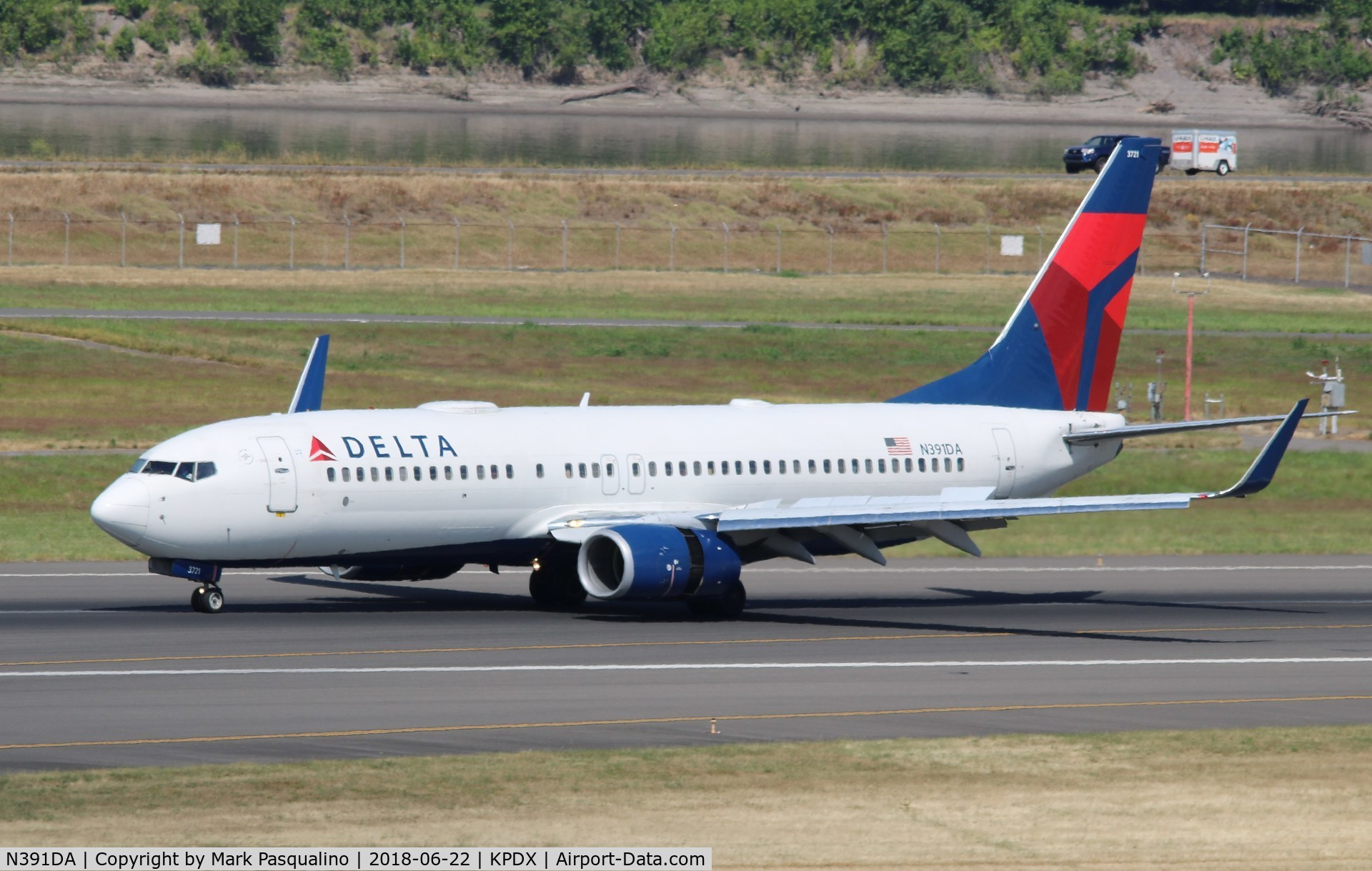 N391DA, 2000 Boeing 737-832 C/N 30560, Boeing 737-800