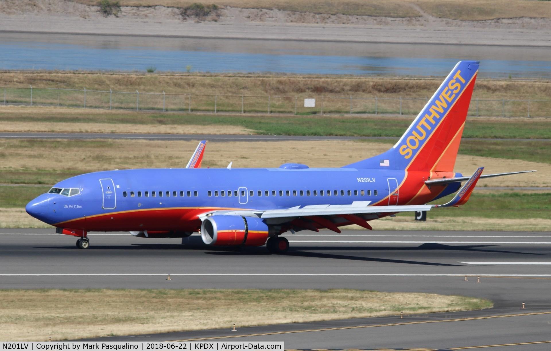 N201LV, 2005 Boeing 737-7H4 C/N 29854, Boeing 737-700