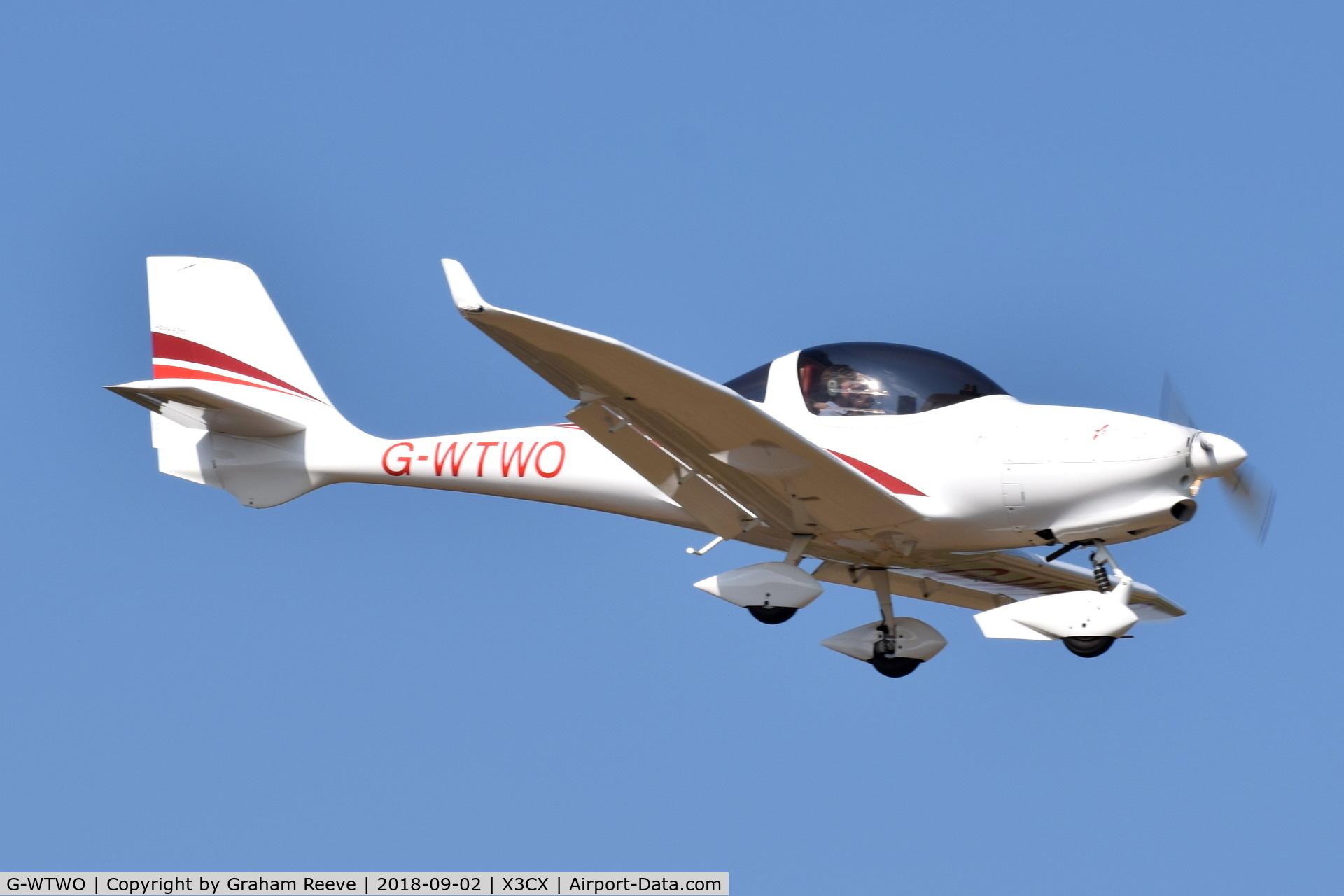 G-WTWO, 2007 Aquila A210 (AT01) C/N AT01-176, Landing at Northrepps.