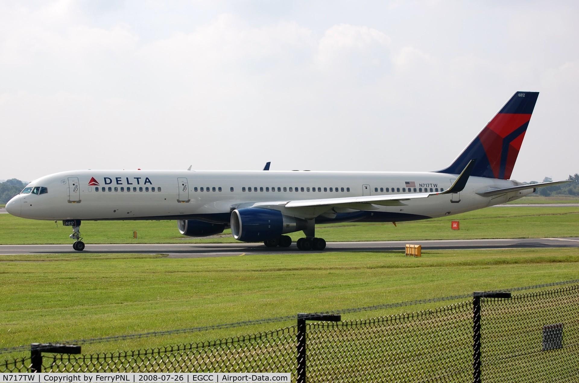 N717TW, 1999 Boeing 757-231 C/N 28485, Delta B752 taxying in