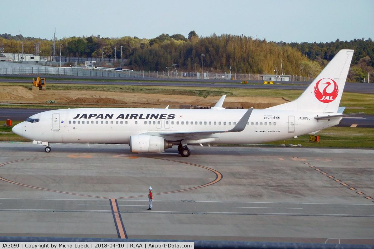 JA309J, 2008 Boeing 737-846 C/N 35338, At Narita