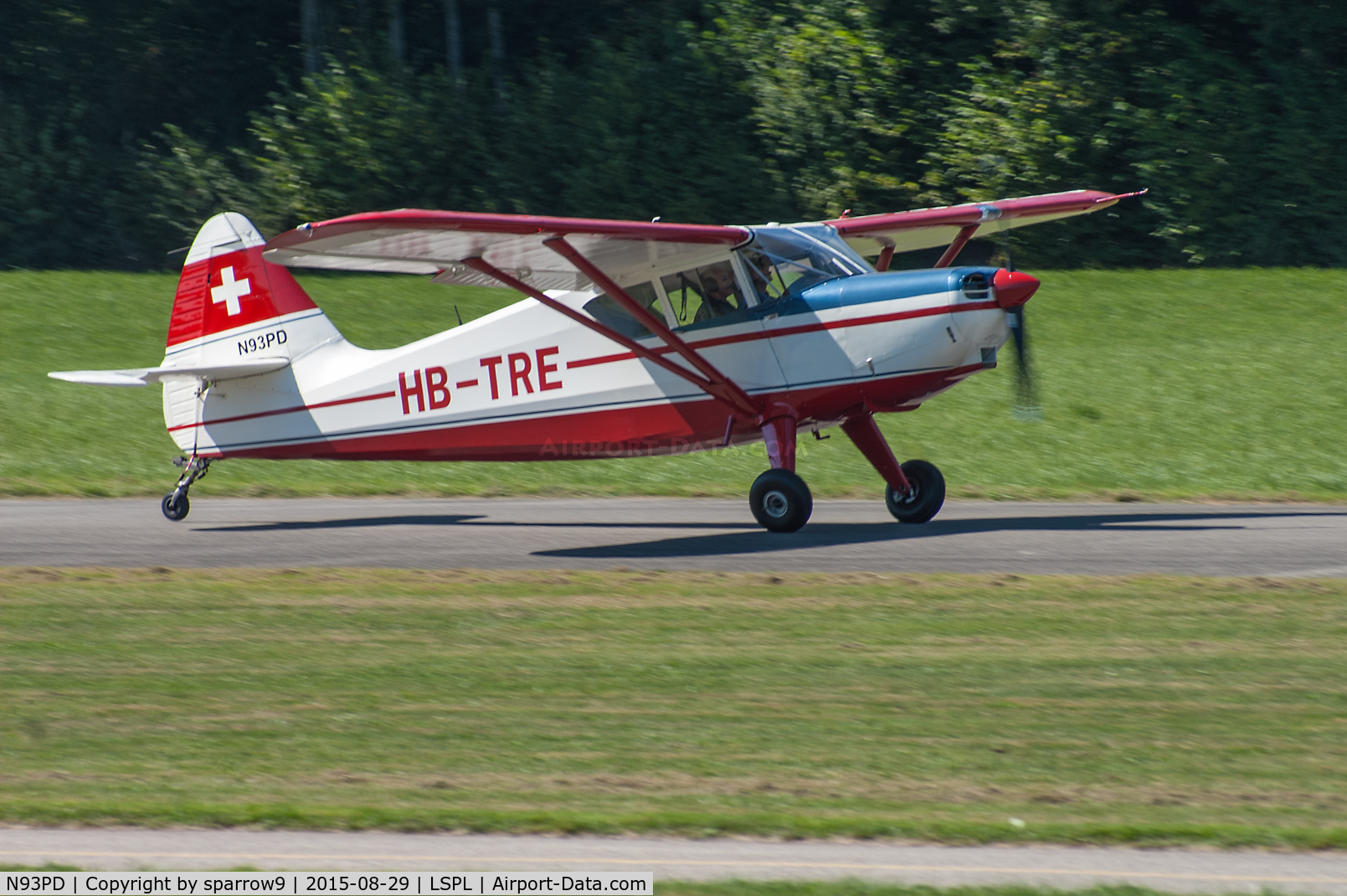 N93PD, 1946 Stinson 108-2 Voyager C/N 108-373, Taking-off at Langenthal-Bleienbach airfield, where it is based now.