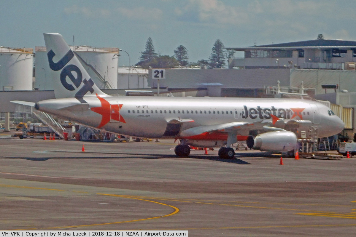 VH-VFK, 2012 Airbus A320-232 C/N 5334, At Auckland