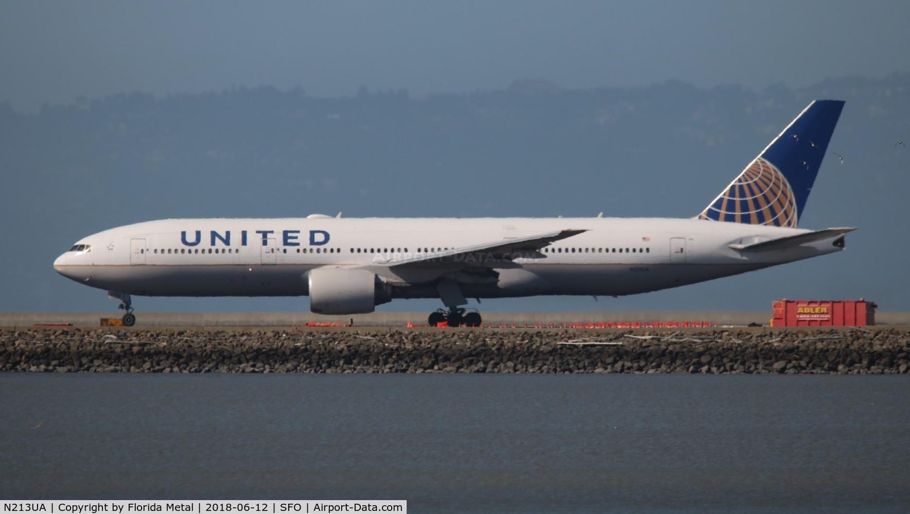 N213UA, 2000 Boeing 777-222 C/N 30219, United