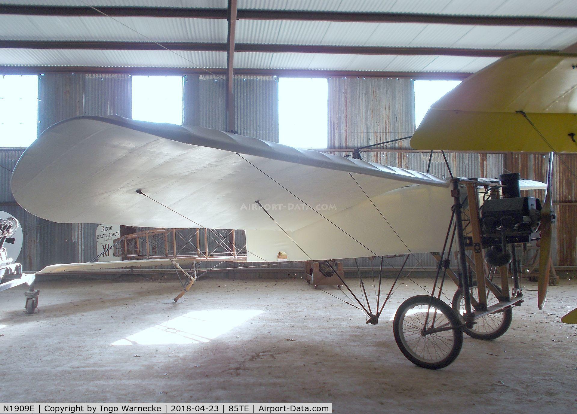 N1909E, 1997 Junge Julius BLERIOT XI C/N VA1, Bleriot XI (Junge, J) replica at the Pioneer Flight Museum, Kingsbury TX