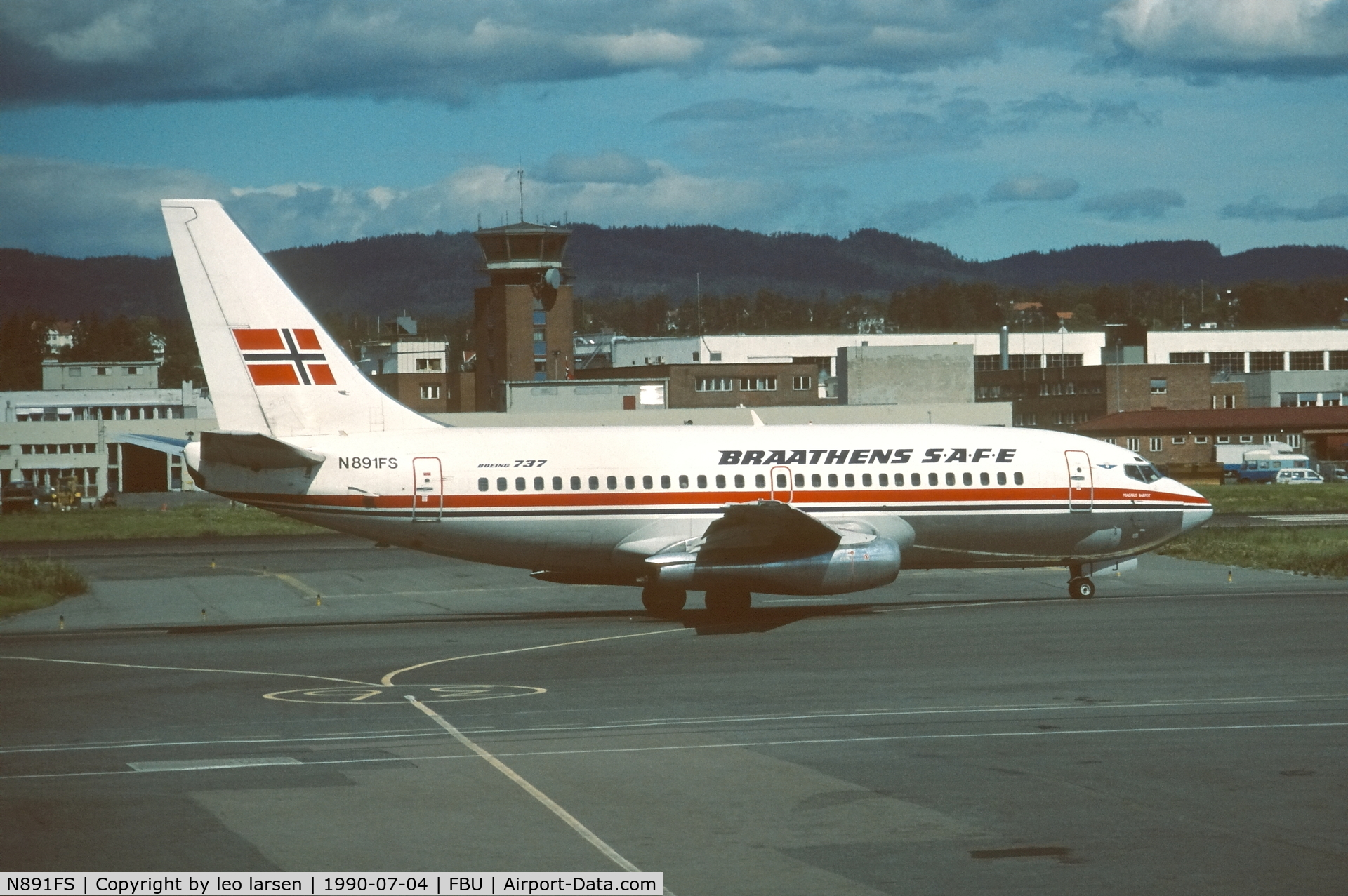 N891FS, 1986 Boeing 737-205 C/N 23468, Oslo Fornebu 4.7.1990