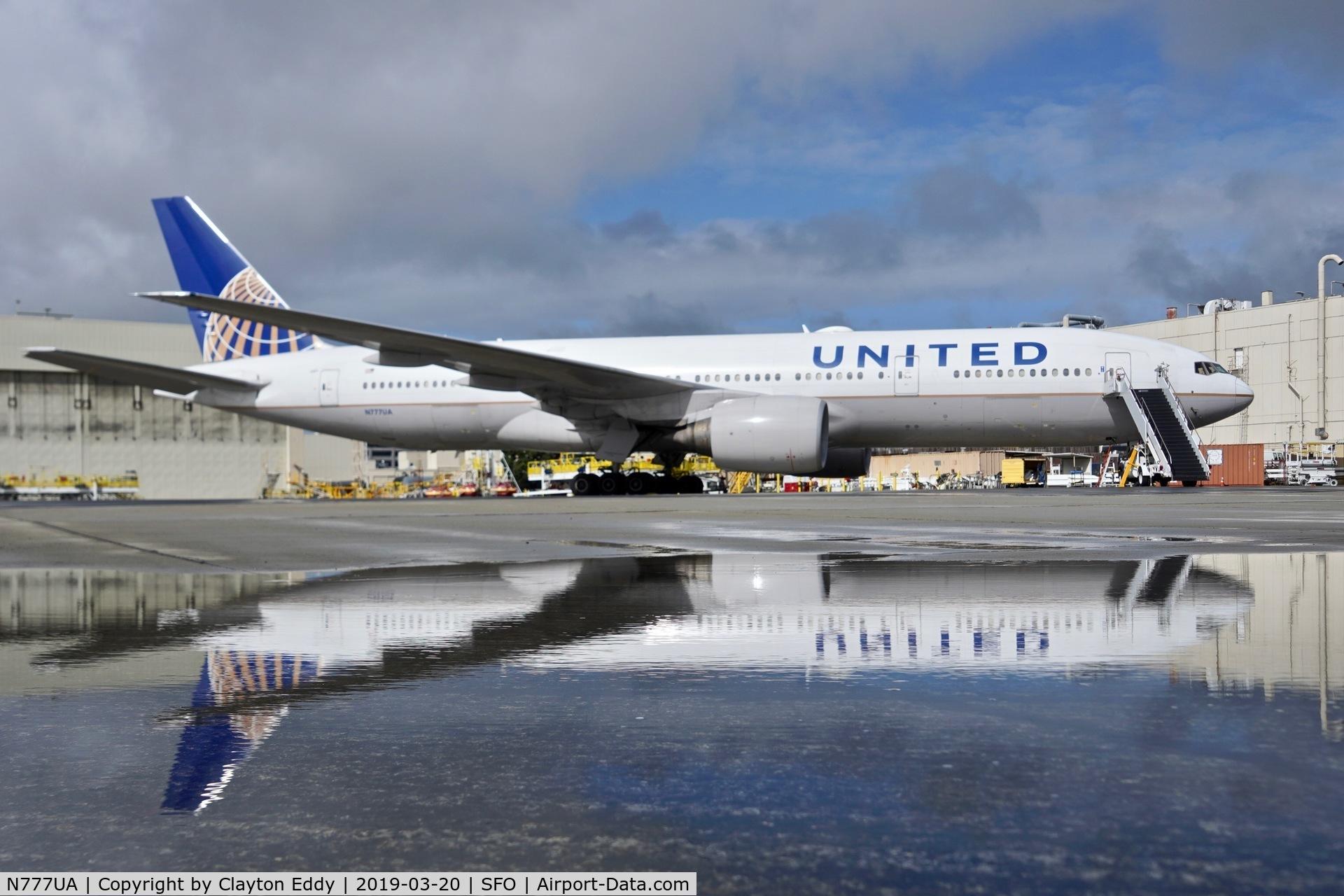 N777UA, 1995 Boeing 777-222 C/N 26916, SFO 2019.