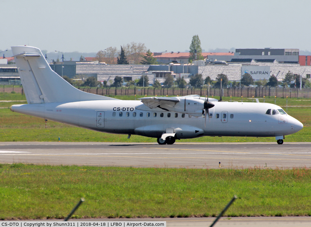 CS-DTO, 1988 ATR 42-300 C/N 095, Lining up rwy 14R for departure...