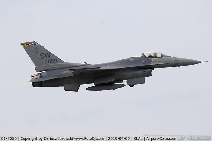 01-7050, 2001 Lockheed Martin F-16CJ Fighting Falcon C/N CC-228, F-16CM Fighting Falcon 01-7050 SW from 77th FS