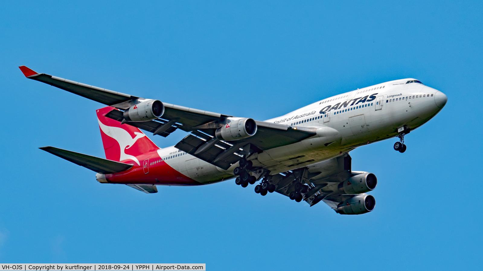 VH-OJS, 1999 Boeing 747-438 C/N 25564, Boeing 747-400. Qantas VH-OJS final runway 21 YPPH. Taken at West Parade, South Guildford 24/09/18.