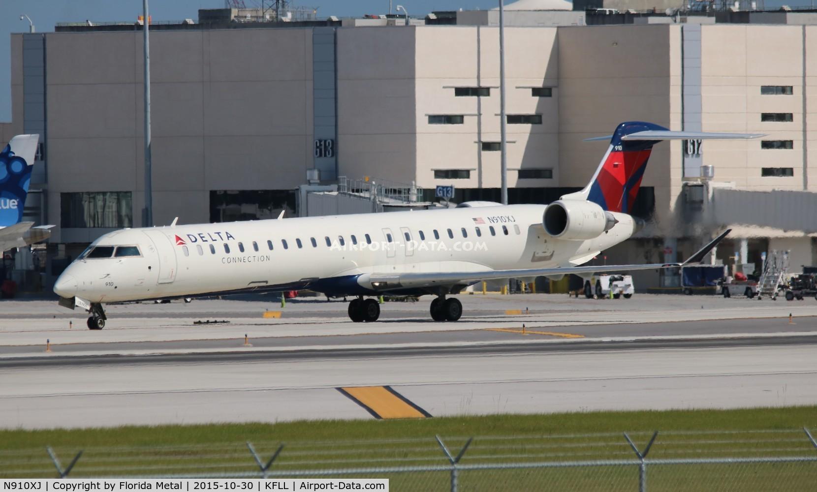 N910XJ, 2007 Bombardier CRJ-900ER (CL-600-2D24) C/N 15143, FLL spotting