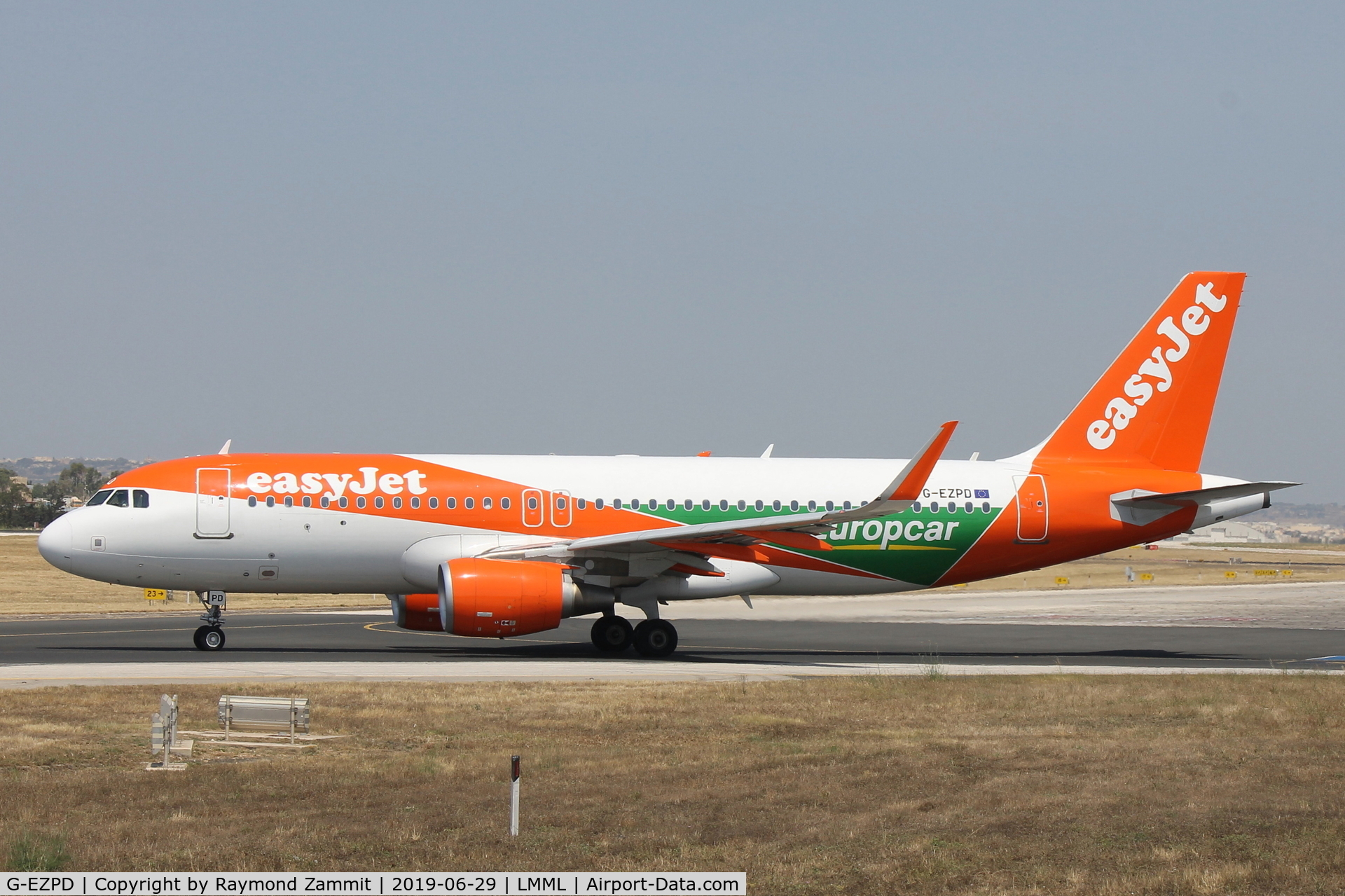 G-EZPD, 2015 Airbus A320-214 C/N 7040, A320 G-EZPD Easyjet