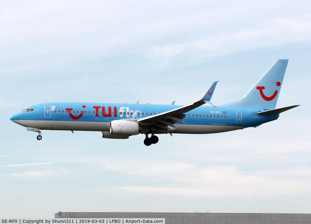 SE-RFX, 2012 Boeing 737-8K5 C/N 37246, Landing rwy 14R still in old TUI c/s... Additional small dog patch near cockpit...