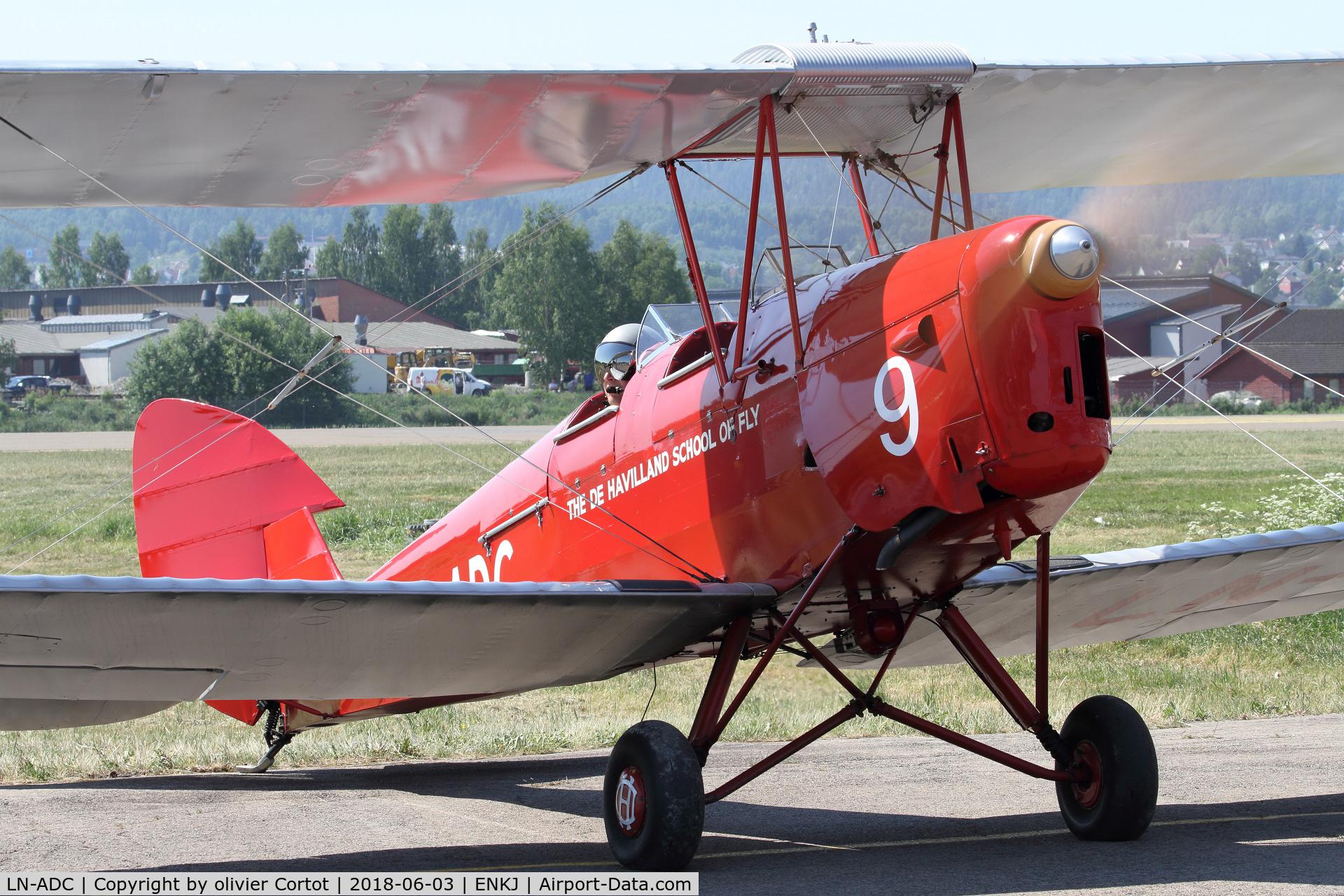 LN-ADC, 1935 De Havilland DH-82A Tiger Moth II C/N 3318, Kjeller airshow