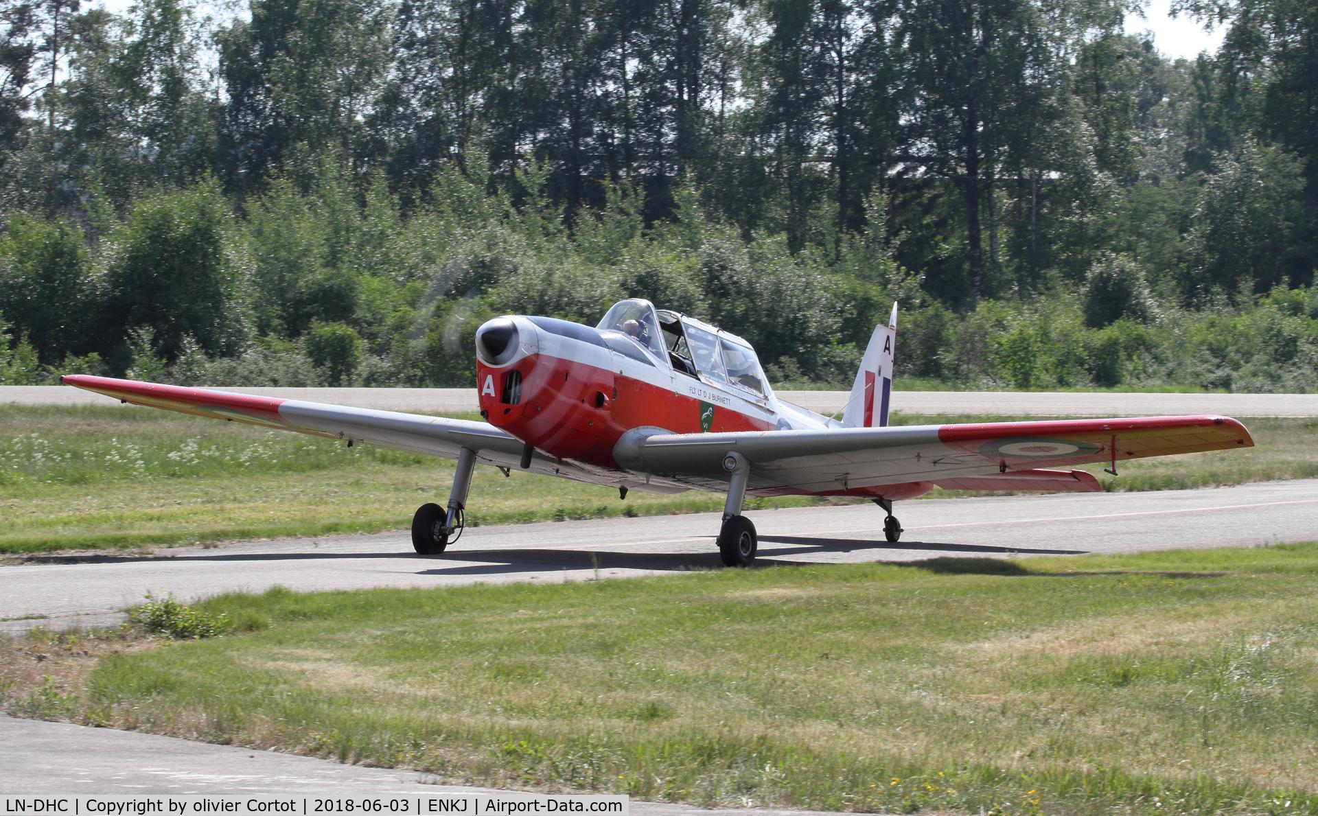 LN-DHC, 1950 De Havilland DHC-1 Chipmunk T.10 C/N C1/0038, Kjeller airshow