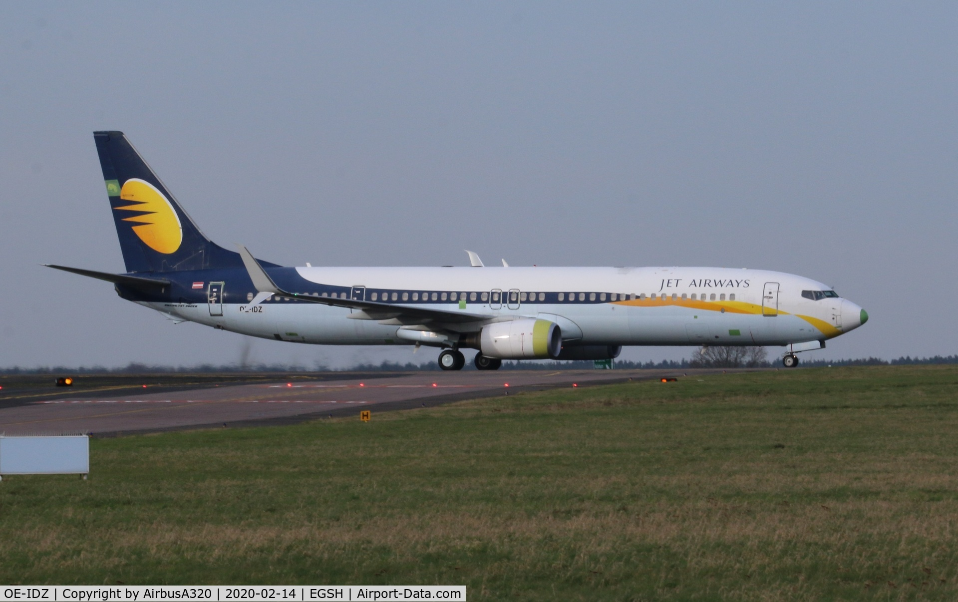 OE-IDZ, 2008 Boeing 737-96NER C/N 35227, Back tracking after arriving from Lasham