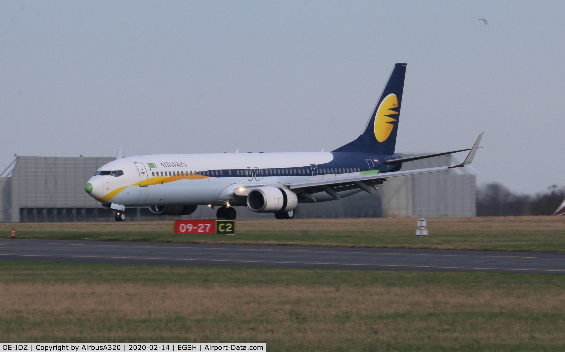OE-IDZ, 2008 Boeing 737-96NER C/N 35227, Landing on Rwy 27 after a short flight from Lasham in for respray with Air Livery