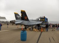 163115 @ NTD - Boeing-Northrop F/A-18B HORNET of VX-30 Bloodhounds, side #200 - by Doug Robertson