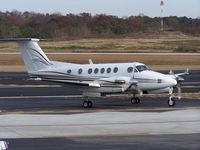 N121LB @ PDK - Taxing to Runway 2R - by Michael Martin