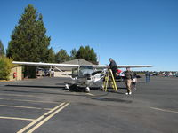 N182RS @ S21 - Fill up at Sunriver