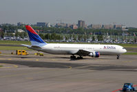 N193DN @ AMS - DELTA 767 - by barry quince