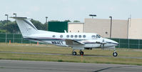 N914CT @ FRG - King air taxiing to RWY 19
