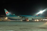 HL7733 @ VIE - Korean Air Boeing 777-200 - by Yakfreak - VAP