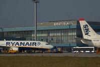 EI-DLN @ BTS - Ryanair Boeing 737-800