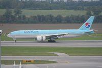 HL7733 @ VIE - Korean Air 777-200 - by Luigi