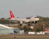 N352NW @ DTW - Landing 21R
