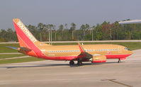 N723SW @ MCO - old colors