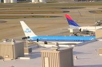 PH-BZG @ ATL - KLM 767-300