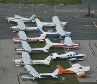 N999HS @ ISP - All lined up...