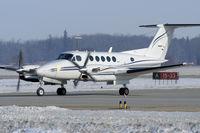 C-GHQG @ YXU - Taxiing on alpha after landing on RWY15. - by topgun3