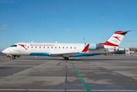 OE-LCO @ VIE - Austrian Arrows Regionaljet - by Yakfreak - VAP