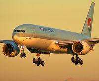 HL7575 @ KLAS - Korean Air / Boeing 777-2B5 (ER)