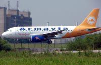 EK-32011 @ LFPG - Airbus A319