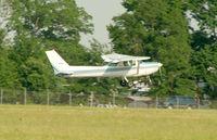 N4922P @ ESN - 152 floating down 22...