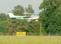 N64449 @ ESN - Skyhawk on final 22