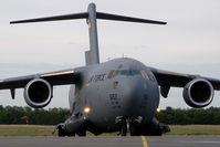 05-5152 @ VIE - USAF C17 - by Yakfreak - VAP