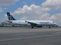 F-OHMF @ DEN - Mexicana A320 - by Francisco Undiks