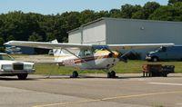 N3095E @ HWV - Skyhawk on the ramp...
